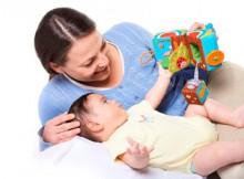 Первые развивающие игры для новорожденных