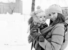 Снег ли, дождь ли — а в слинге малышу удобно в любую погоду