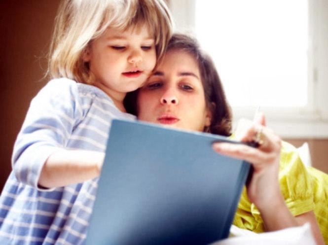 Мама читает доче