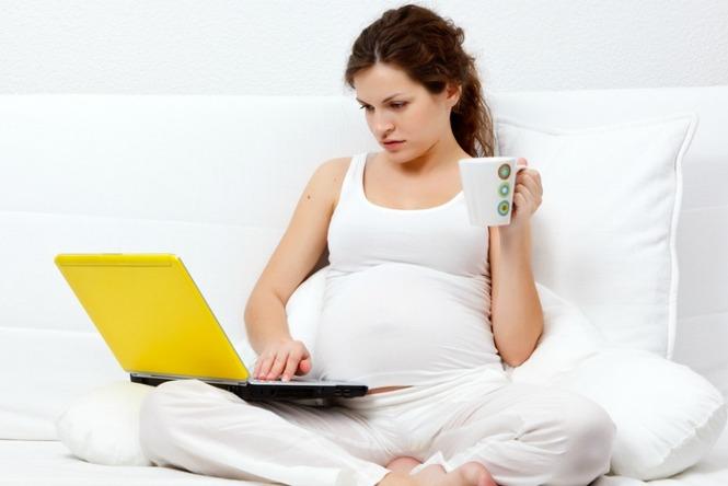 Девушка на форуме по беременности