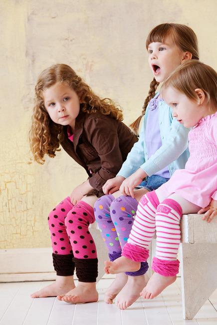 Детки в разноцветных гетрах