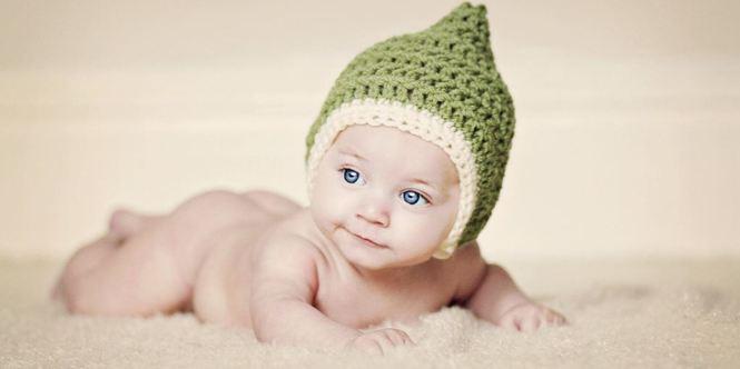 малыш в шапочке